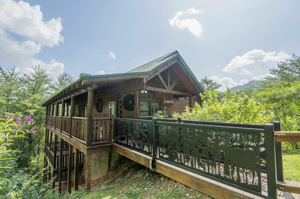 Photo of a Sevierville Cabin named Hillside Retreat - This is the first photo in the set.