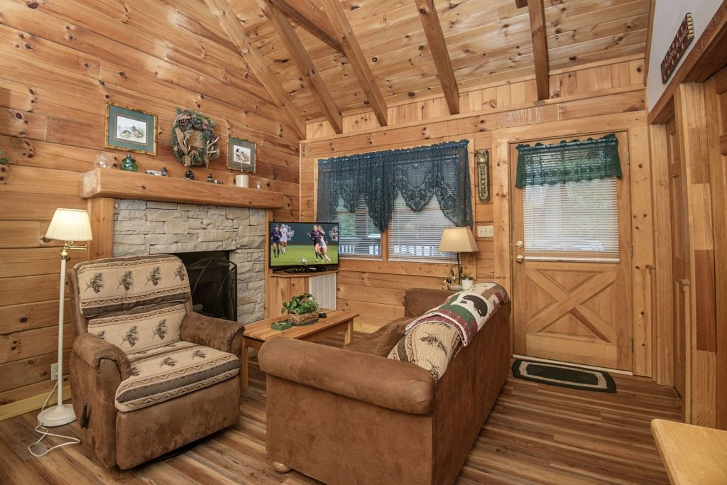 Photo of a Pigeon Forge Cabin named  Eagles Point - This is the second photo in the set.