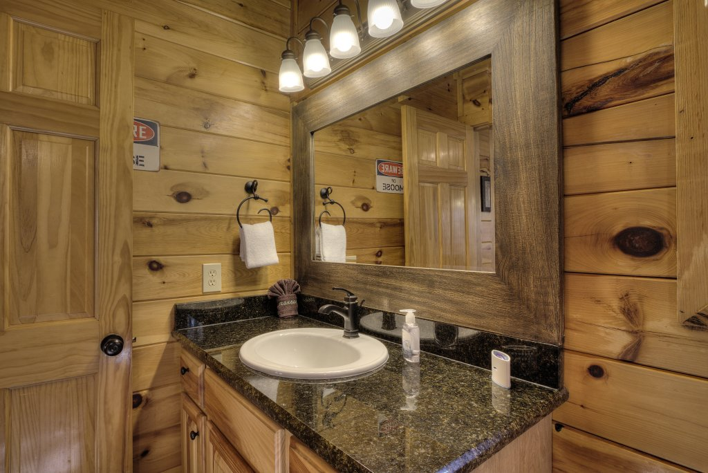 Photo of a Pigeon Forge Cabin named Sunrise To Stardust - This is the fifty-second photo in the set.