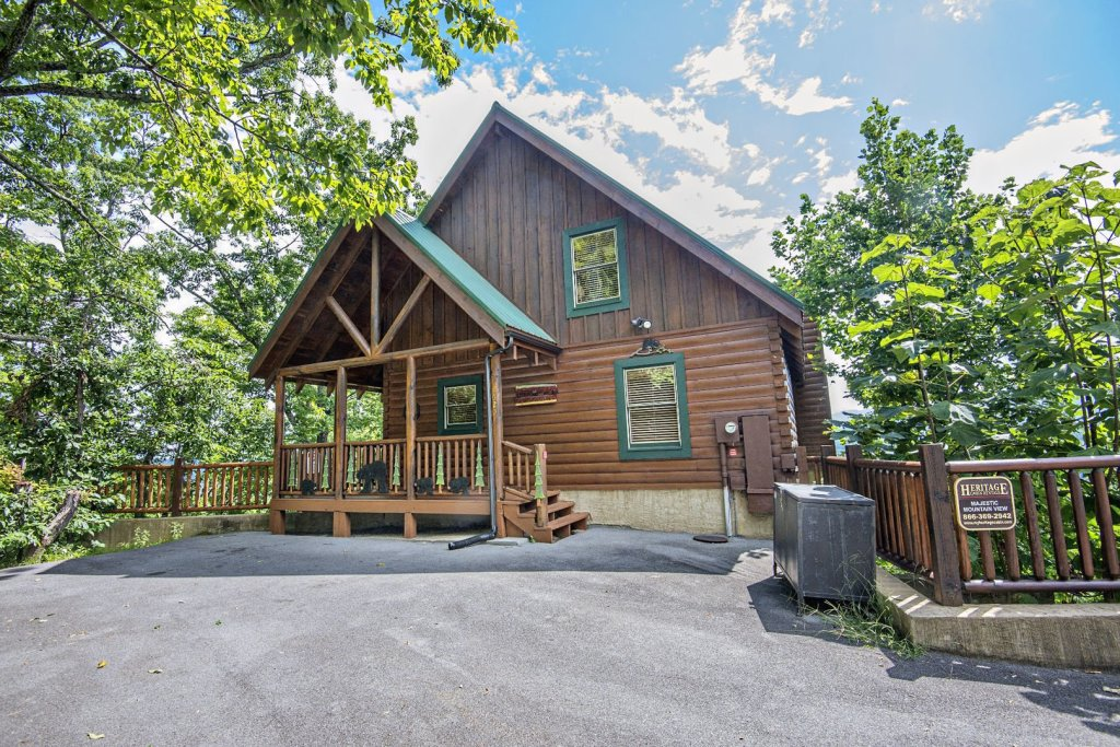 Photo of a Pigeon Forge Cabin named Majestic Mountain View - This is the first photo in the set.