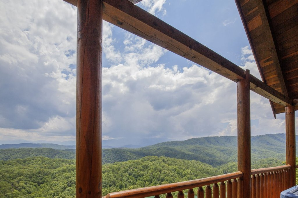 Photo of a Pigeon Forge Cabin named Majestic Mountain View - This is the twenty-fourth photo in the set.