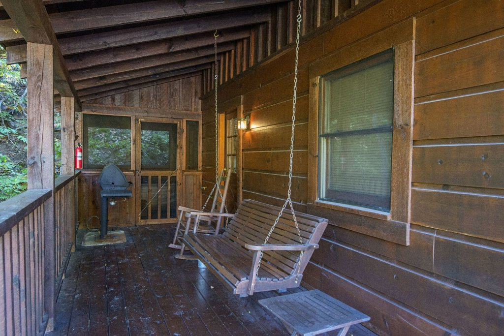 Photo of a Pigeon Forge Cabin named  The Bear Pause - This is the twenty-third photo in the set.
