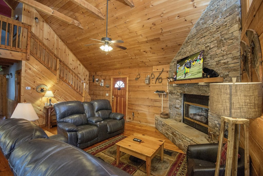 Photo of a Pigeon Forge Cabin named  Best Of Both Worlds - This is the second photo in the set.