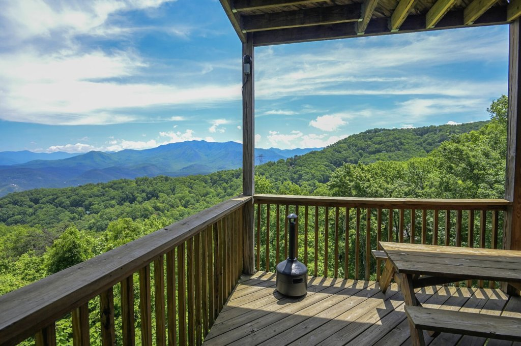 Photo of a Gatlinburg Cabin named Smokerise Lodge - This is the thirteenth photo in the set.