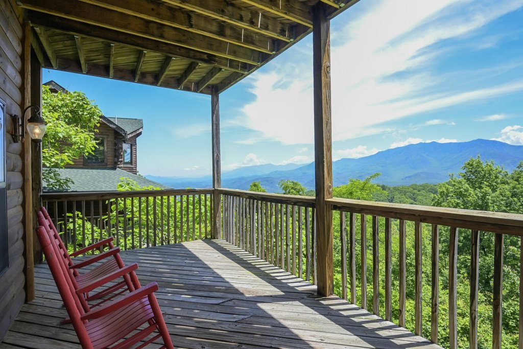 Photo of a Gatlinburg Cabin named Smokerise Lodge - This is the second photo in the set.