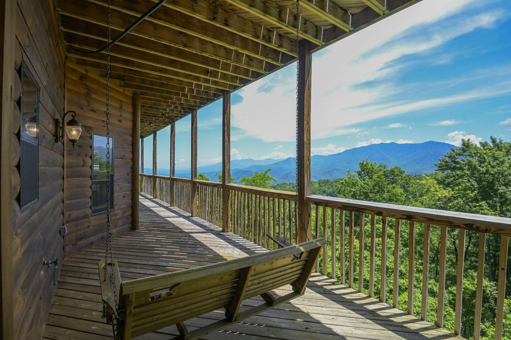 Photo of a Gatlinburg Cabin named Smokerise Lodge - This is the seventeenth photo in the set.