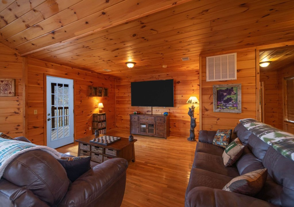Photo of a Gatlinburg Cabin named Smokerise Lodge - This is the tenth photo in the set.
