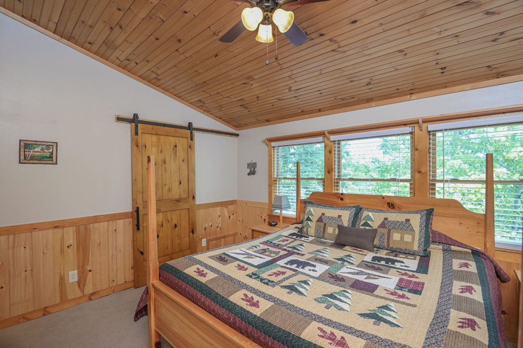 Photo of a Pigeon Forge Cabin named  Best Of Both Worlds - This is the fortieth photo in the set.