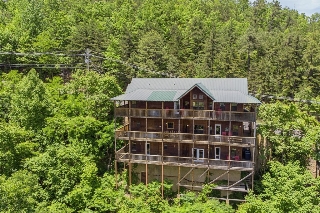 Photo of a Gatlinburg Cabin named Smokerise Lodge - This is the thirty-fifth photo in the set.