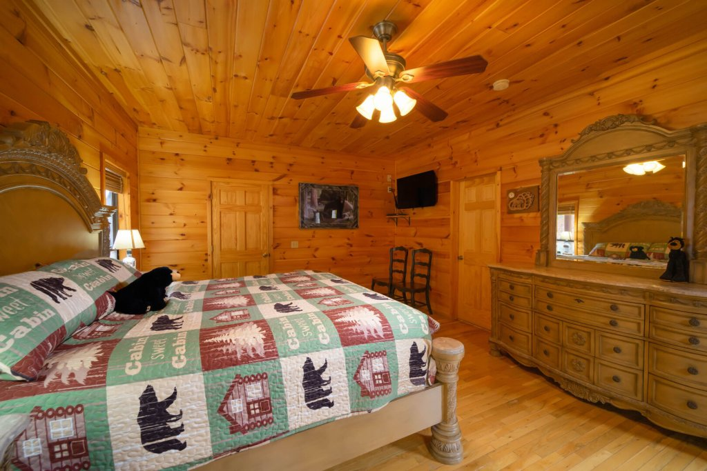 Photo of a Gatlinburg Cabin named Smokerise Lodge - This is the thirty-second photo in the set.