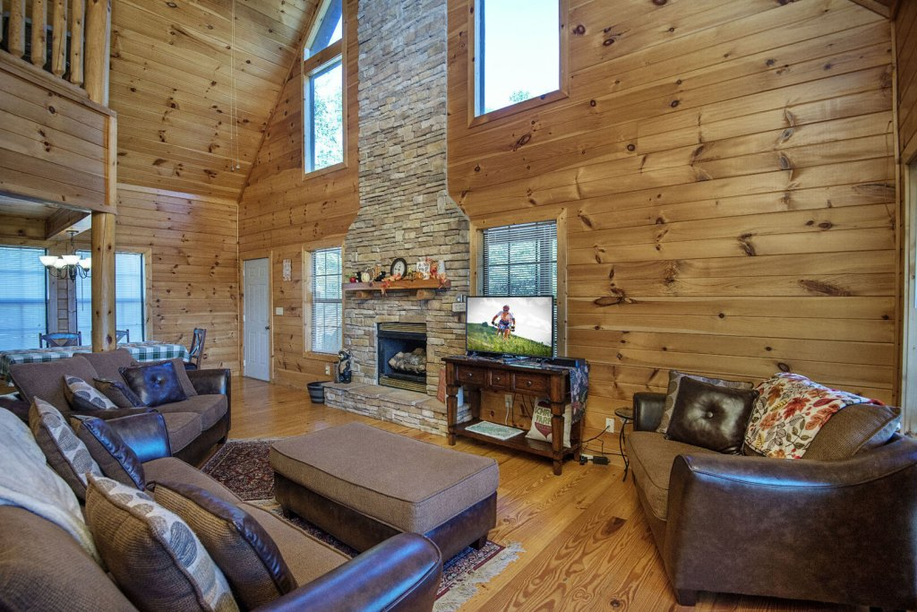 Photo of a Sevierville Cabin named Dunder Mountain Views Cabin Retreat - This is the third photo in the set.