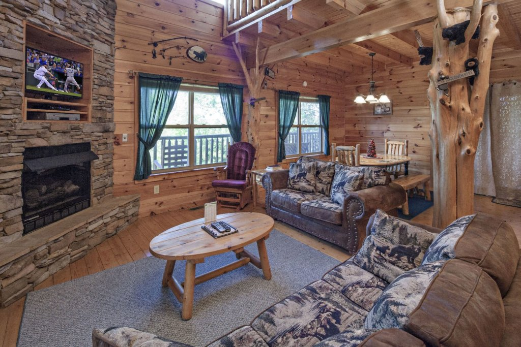 Photo of a Sevierville Cabin named Bear Hugs - This is the third photo in the set.