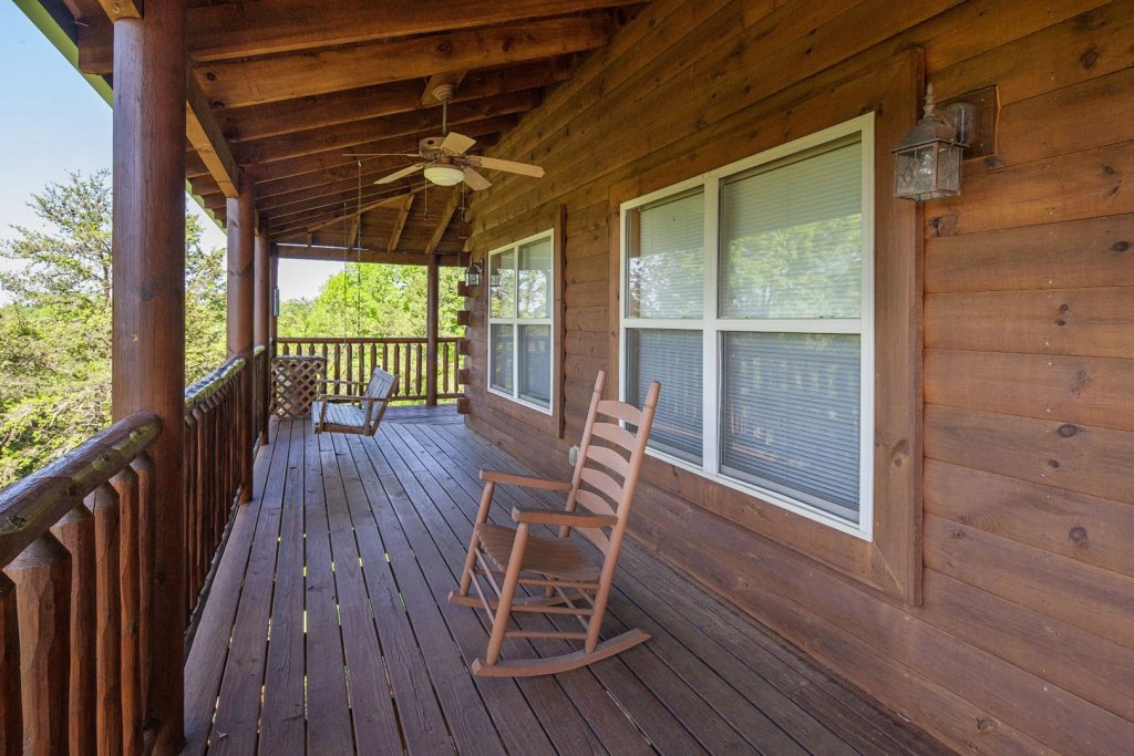Photo of a Sevierville Cabin named Bear Hugs - This is the twelfth photo in the set.