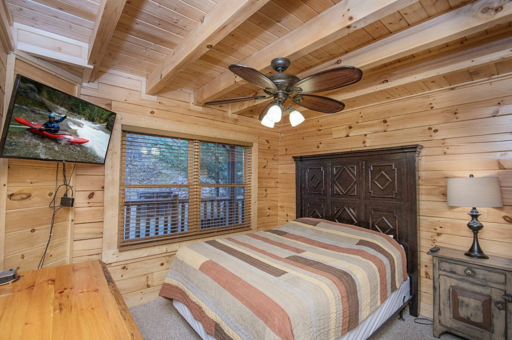 Photo of a Sevierville Cabin named Arrowhead Lodge - This is the thirty-third photo in the set.