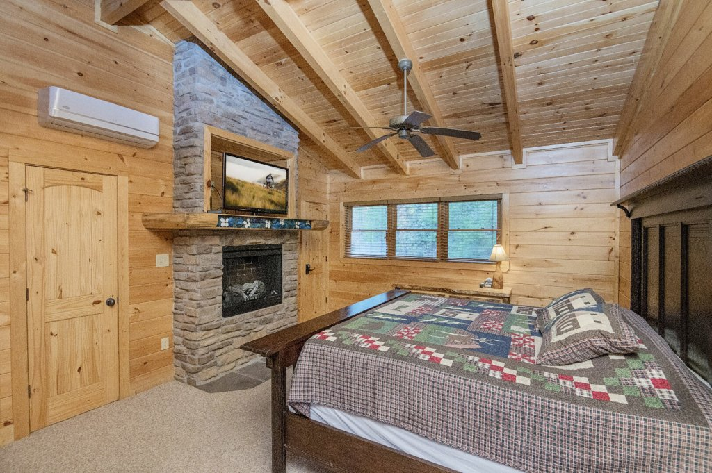 Photo of a Sevierville Cabin named Arrowhead Lodge - This is the thirty-seventh photo in the set.