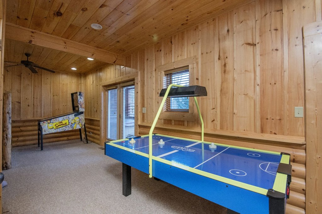 Photo of a Sevierville Cabin named Arrowhead Lodge - This is the sixteenth photo in the set.