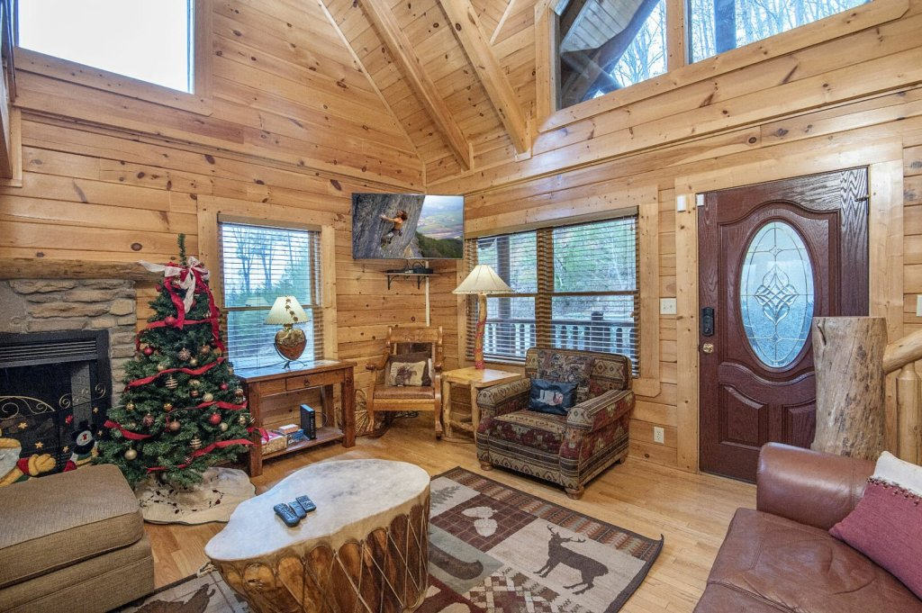 Photo of a Sevierville Cabin named Arrowhead Lodge - This is the third photo in the set.