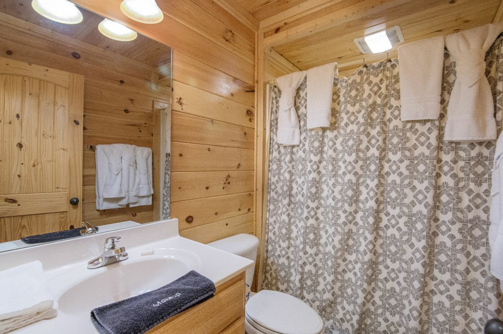 Photo of a Sevierville Cabin named Arrowhead Lodge - This is the fourteenth photo in the set.