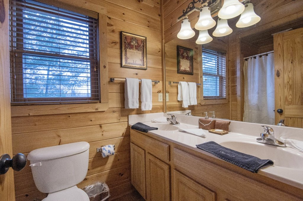 Photo of a Sevierville Cabin named Arrowhead Lodge - This is the twenty-fourth photo in the set.