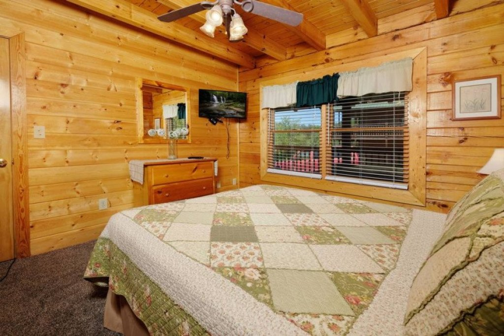 Photo of a Sevierville Cabin named  Heavenly View - This is the nineteenth photo in the set.