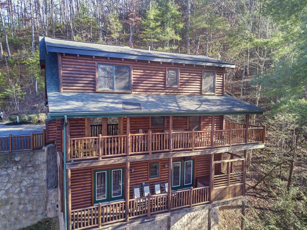 Photo of a Sevierville Cabin named Arrowhead Lodge - This is the ninth photo in the set.