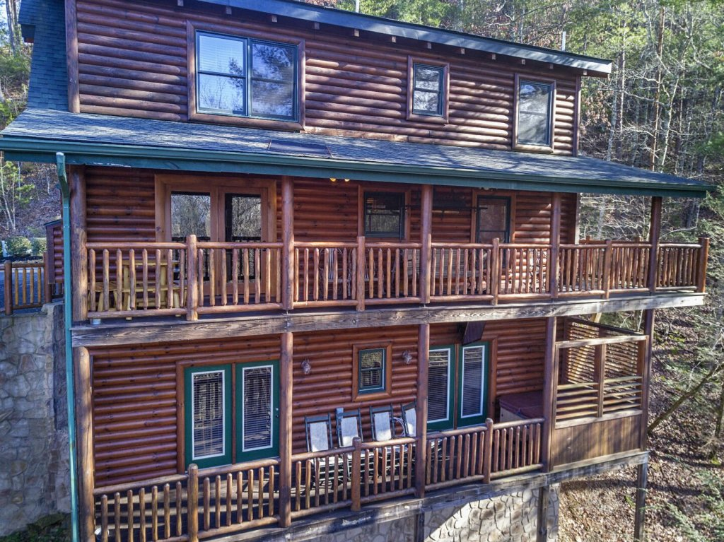 Photo of a Sevierville Cabin named Arrowhead Lodge - This is the tenth photo in the set.