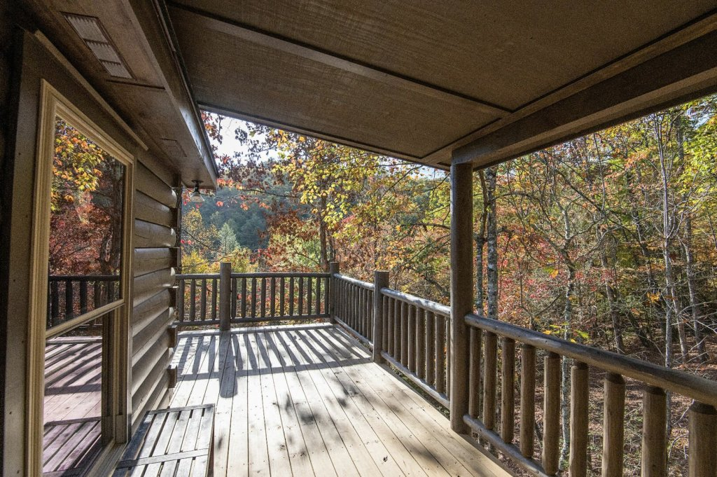 Photo of a Gatlinburg Cabin named Double Diamond Lodge - This is the fourth photo in the set.