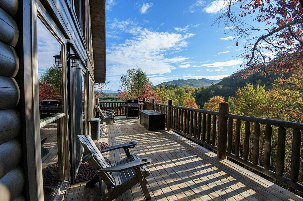 Photo of a Gatlinburg Cabin named Double Diamond Lodge - This is the first photo in the set.