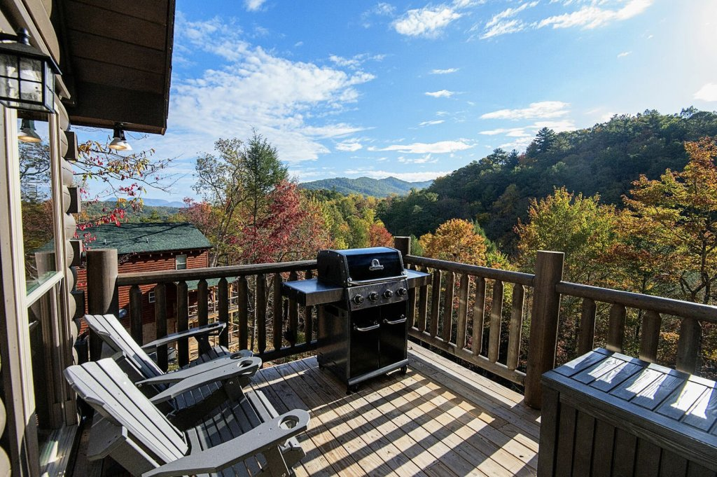 Photo of a Gatlinburg Cabin named Double Diamond Lodge - This is the fifth photo in the set.