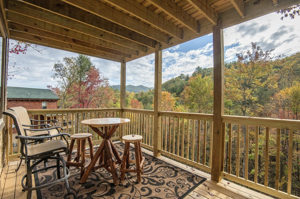 Photo of a Gatlinburg Cabin named Double Diamond Lodge - This is the forty-first photo in the set.