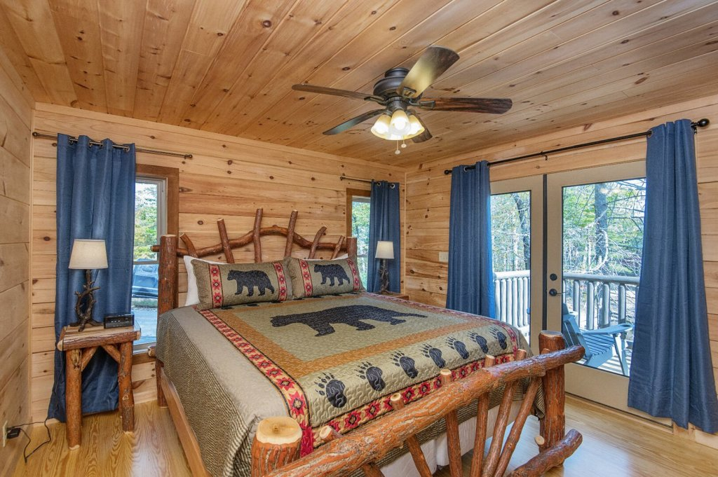 Photo of a Gatlinburg Cabin named Double Diamond Lodge - This is the fiftieth photo in the set.