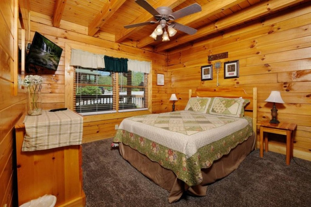 Photo of a Sevierville Cabin named  Heavenly View - This is the eighteenth photo in the set.