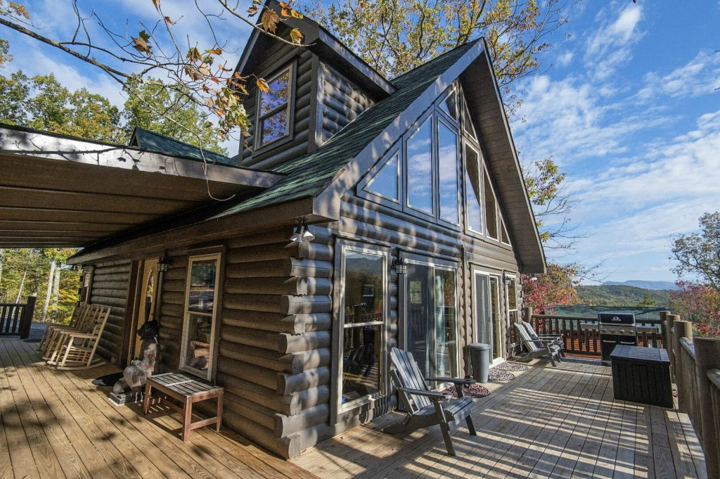 Photo of a Gatlinburg Cabin named Double Diamond Lodge - This is the second photo in the set.