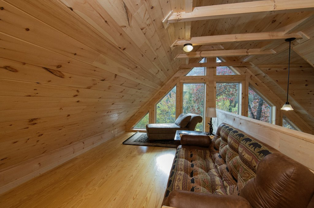 Photo of a Gatlinburg Cabin named Double Diamond Lodge - This is the twenty-seventh photo in the set.