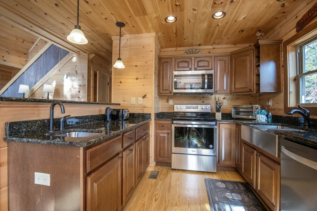 Photo of a Gatlinburg Cabin named Double Diamond Lodge - This is the forty-eighth photo in the set.