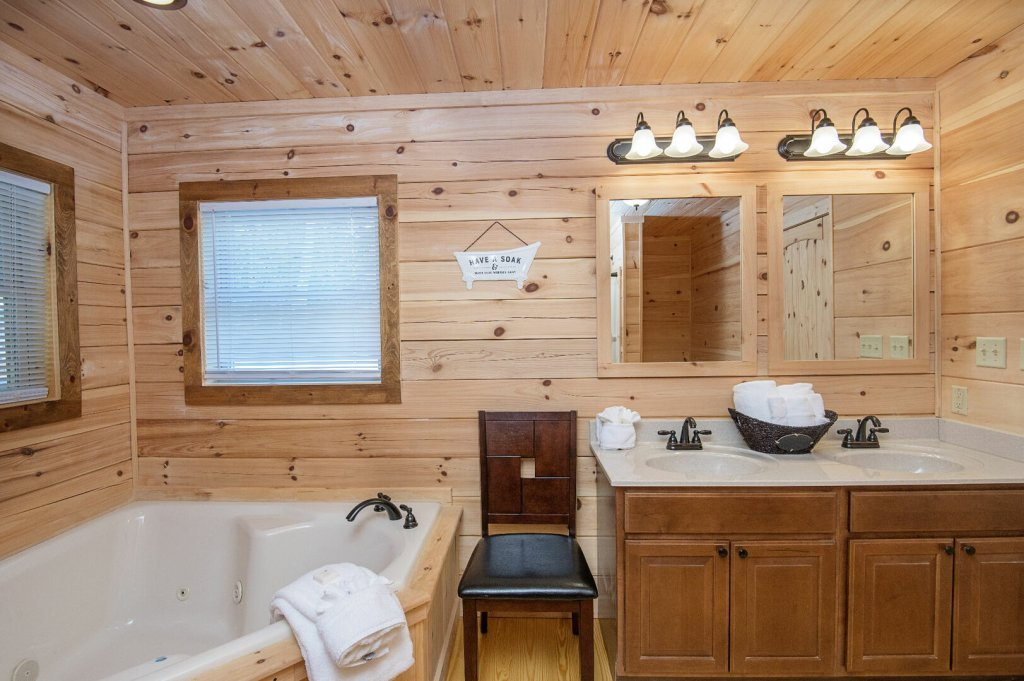 Photo of a Gatlinburg Cabin named Double Diamond Lodge - This is the sixteenth photo in the set.