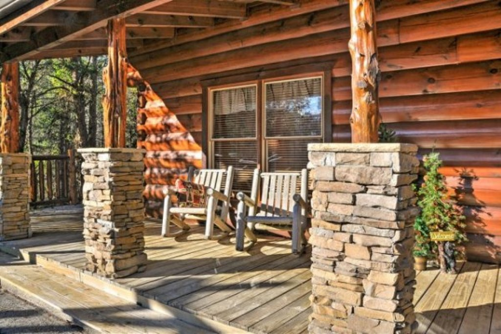 Photo of a Pigeon Forge Cabin named Hidden Hideaway - This is the second photo in the set.