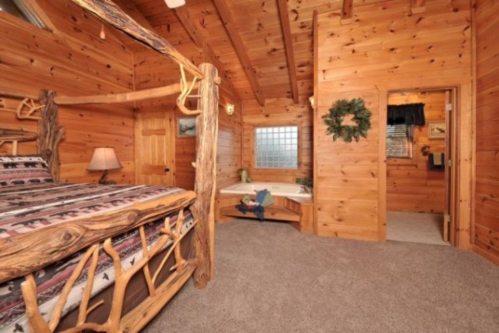 Photo of a Pigeon Forge Cabin named Hidden Hideaway - This is the tenth photo in the set.