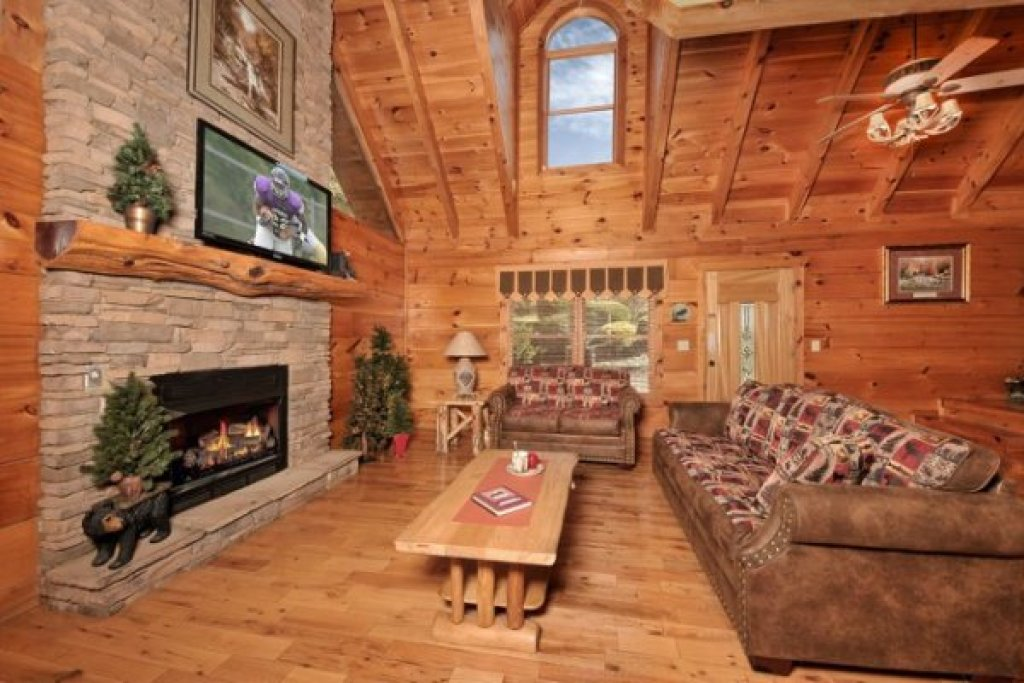 Photo of a Pigeon Forge Cabin named Hidden Hideaway - This is the third photo in the set.