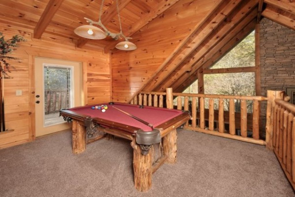 Photo of a Pigeon Forge Cabin named Hidden Hideaway - This is the eighth photo in the set.