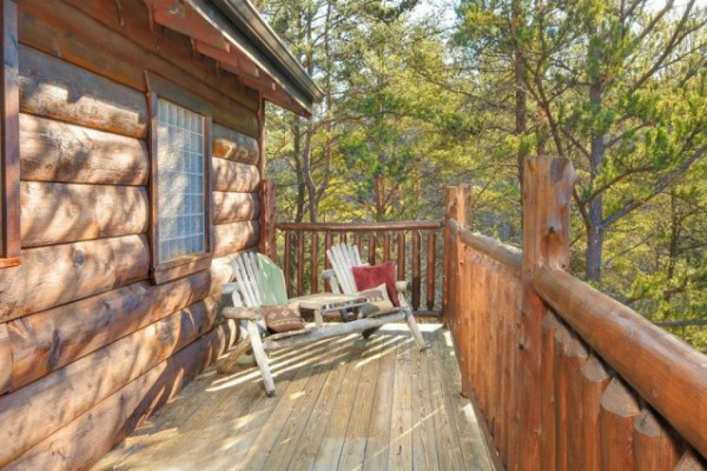 Photo of a Pigeon Forge Cabin named Hidden Hideaway - This is the fourteenth photo in the set.