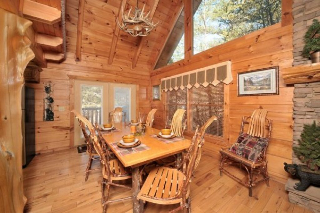 Photo of a Pigeon Forge Cabin named Hidden Hideaway - This is the fifth photo in the set.