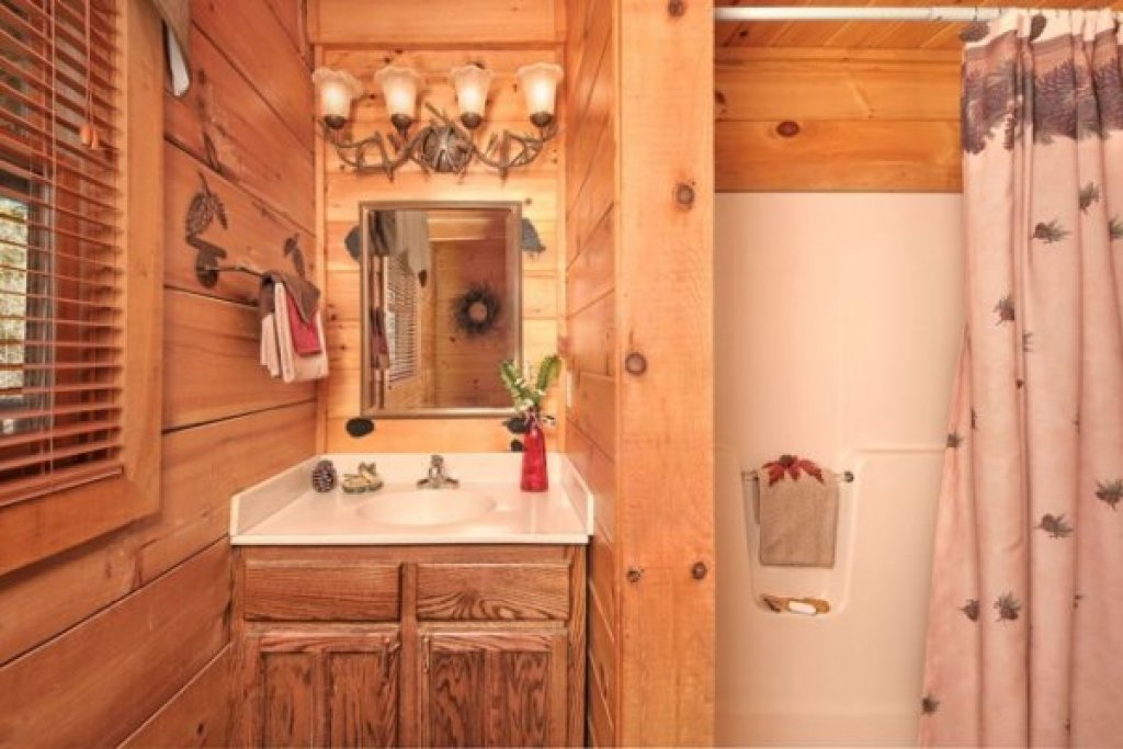 Photo of a Pigeon Forge Cabin named Hidden Hideaway - This is the nineteenth photo in the set.