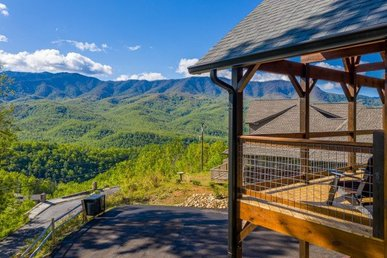 A 3 Bedroom, 3 Bath Luxury Cabin For 8 With A Breathtaking Smokies View.