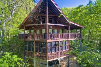 4 Bedroom, 3 Bath Spacious Luxury Cabin With Tons Of Community Amenities.