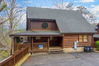 A 2 Bedroom, 2 Bath, Deluxe Cabin For 8 With Air Hockey, Pool, Arcade, & More!