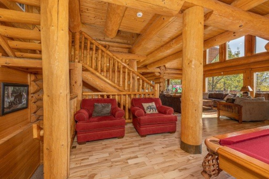 Photo of a Gatlinburg Cabin named Grizzly's Den - This is the sixteenth photo in the set.