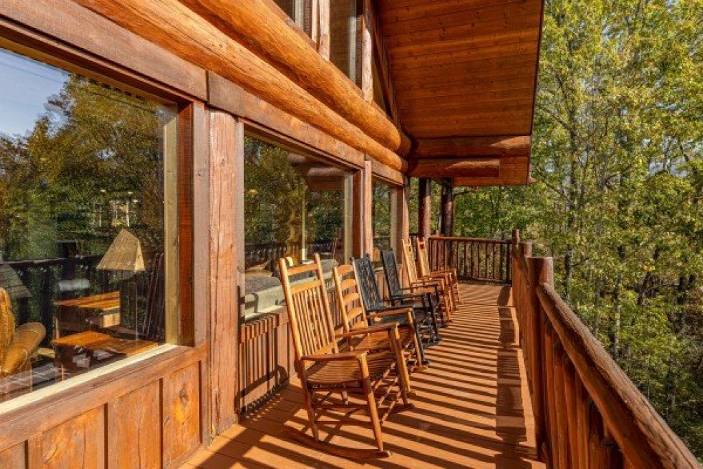 Photo of a Gatlinburg Cabin named Grizzly's Den - This is the twelfth photo in the set.