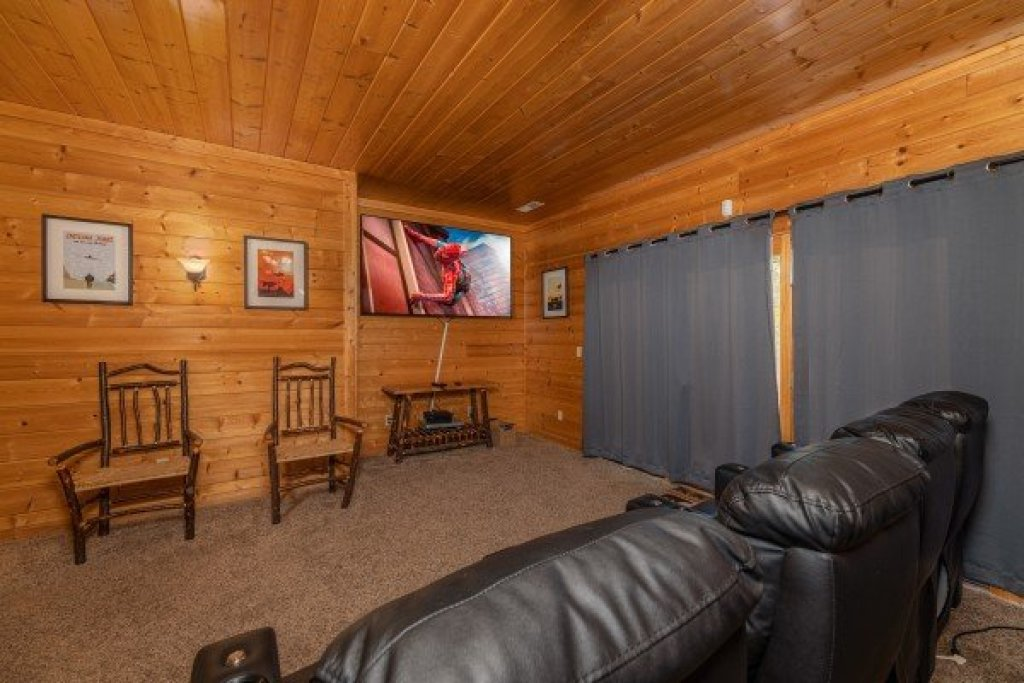 Photo of a Gatlinburg Cabin named Grizzly's Den - This is the seventeenth photo in the set.