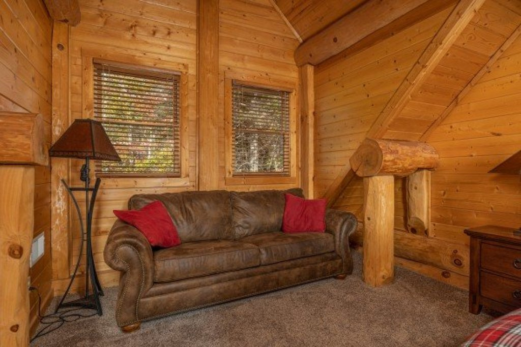 Photo of a Gatlinburg Cabin named Grizzly's Den - This is the twenty-fourth photo in the set.